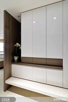 Built-in shoe cabinet console and counter with mirror at entrance foyer Interior Desing, Modern Interior, Interior Architecture, Interior Decorating, Interior Ideas, Shoe Cabinet Design, Shoe Cabinet Entryway, Wardrobe Cabinets, Wardrobe Design