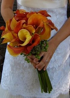 Calla Lilly bouquet - This is what I want my bouquet to look like!!!  #dawninvitescontest