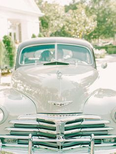 Vintage cars are a popular #wedding trend! What will you drive away in?