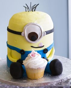 The Despicable Me minions have a sweet tooth! #cake #cupcake Cake # 031.
