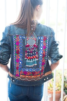 Stunning Upcycled Jean Jacket Recycled J Crew jean jacket embellished with a vintage, Banjara tribal gypsy tassel and yards of brightly embroidered and mirrored Indian trim. Diy Jeans, Embellished Jeans, Embroidered Jacket, Denim And Lace, White Denim, Outfit Jeans, Bone Bordado, Jean 1, Jean Vintage