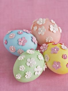 For colorful Easter eggs, look no further than these pastel beauties. You can make them in just 5 steps! #easter #diy #crafts
