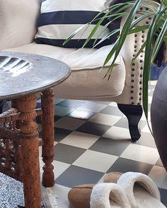 Etsitkö hyvää ja kaunista kauneushoitolaa Helsingin keskustasta. Hoitolamme panostaa myös asiakkaiden viihtyvyyteen ja visuaalisuuteen. Spa, Lifestyle, Table, Furniture, Home Decor, Decoration Home, Room Decor, Tables, Home Furnishings