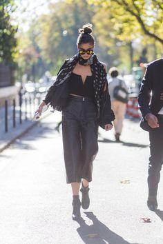 いつも気になるヴィクトリアズ・シークレットのエンジェルたちのオフスタイルを徹底リサーチ。今年8月にニューヨークで行われたヴィクシーのオーディション会場、昨年11月のパリのショー当日など、どこにいても注目度満点。人気の彼女たちは、オフランウェイの着こなしももちろんセクシー&スタイリッシュだ。