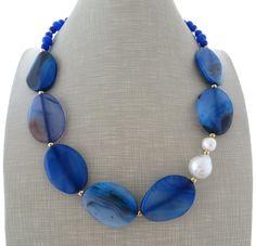 Collana pietre di agata blu, girocollo perle bianche barocche, gioielli, bijoux fatti a mano : Collane di sofiasbijoux