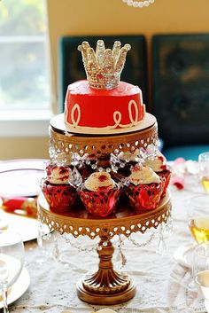 Scraps of Shirlee: A Royal Celebration tiered cake cupcakes
