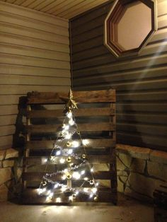 Looking to give your porch some Christmas spirit? Check out this pallet project. I used beaded garland I got at the Dollar Tree to make in th…