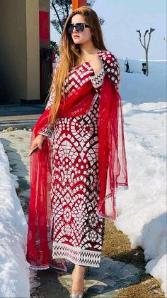 Dress Indian Style, Indian Fashion Dresses, Indian Designer Outfits, Girls Fashion Clothes, Indian Outfits, Designer Dresses, Designer Wear, Pakistani Dresses, Fancy Dress Design