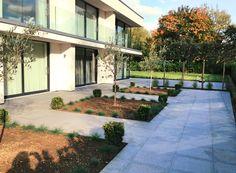 Modern outdoor patio | Contemporary gardens | Oxford Garden Design