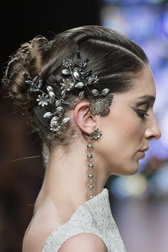 Ward at Couture Fall 2018 Tony Ward at Couture Fall 2018 - Details Runway PhotosTony Ward at Couture Fall 2018 - Details Runway Photos Tony Ward, Ear Jewelry, Body Jewelry, Bridal Jewelry, Jewellery, Bridal Accessories, Fashion Accessories, Fashion Jewelry, Jewelry Accessories