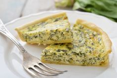 Quiche is great as the star of the meal or as a side dish. It's effortless to grab a few choice vegetables like mushrooms, spinach, … Quiches, Kitchen Recipes, Cooking Recipes, Quiche Muffins, Healthy Recepies, Healthy Food, Spinach Quiche, Savory Tart, Health Snacks