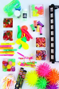 The ULTIMATE Black Light Party Guide glow party ideas glowing decor ideas glowing food ideas the BEST blacklight and the coolest glow-in-the-dark party favors via - Black Lights - Ideas of Black Lights Glow Stick Wedding, Glow Stick Party, Glow Sticks, Glow Party Food, Glow Party Decorations, Diy Black Light, Black Lights, Black Light Party Ideas, Glow In Dark Party