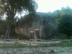 Portugal 2011 - the boulder at the village of Talhadas