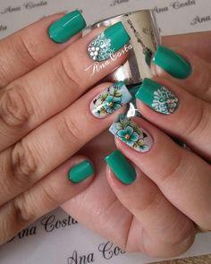 Unhas decoradas com esmalte verde unhas verdes, unhas azuis, unhas co Manicure Colors, Nail Colors, Swag Nails, My Nails, Square Acrylic Nails, Best Nail Art Designs, Flower Nails, Cool Nail Art, Christmas Nails