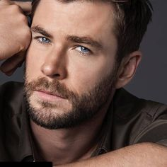 Actor Chris Hemsworth was named the new face of BOSS BOTTLED TONIC. Find out his favorite part about the new fragrance, plus more on his first scent memories. Chris Hemsworth Thor, Elsa Pataky, Hugo Boss, Boss Bottled, Hemsworth Brothers, Marvel Actors, New Fragrances, People Magazine, New Face