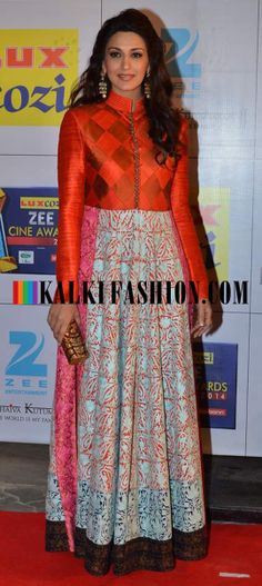 http://www.kalkifashion.com/ Sonali Bendre looks gracious in Manish Malhotra's floor length Anarkali at red carpet of Zee Cine Awards 2014