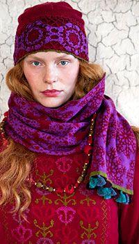 Love Gudrun Sjoeden's fresh faced, hippie chic.