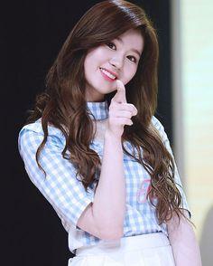 sana twice at DuckDuckGo Brown Hair Kpop, Girl With Brown Hair, Kpop Girl Groups, Korean Girl Groups, Kpop Girls, Nayeon, Cute Girls, Cool Girl, Sana Cute