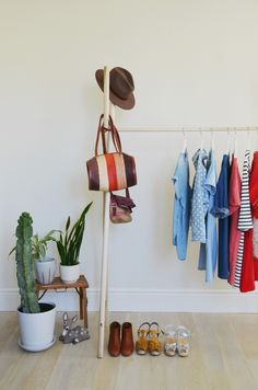 A chic & simple D.I.Y. clothing rack. Click through for full details!