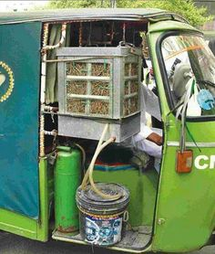 Air Conditioned Auto Rickshaw in India fitted with a Desi-AC made by latest Jugaad Technology