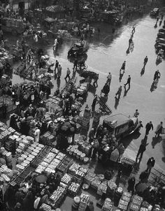 les Halles, Paris, by Robert Doisneau Robert Doisneau, Henri Cartier Bresson, Old Paris, Vintage Paris, Vintage Photographs, Vintage Photos, Amazing Photography, Street Photography, André Kertesz
