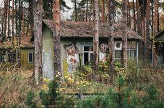 Emerald: An Eerie Abandoned Woodland Holiday Resort Near Chernobyl - Urban Ghosts Derelict Places, Derelict Buildings, Abandoned Houses, Abandoned Places, Chernobyl Nuclear Power Plant, Chernobyl Disaster, Chernobyl 1986, Nagasaki, Hiroshima