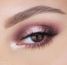 Halo eye: pink and purple halo eyeshadow look with pink shimmer in the centre. Absolutely love this look for firsf dates or even weddings, soft and subtle makeup that looks super put together.