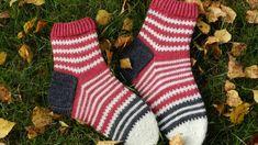 Villasukan kantapää – kolme ohjetta | Yhteishyvä Wool Socks, Knitting Socks, Slippers, Sewing, Crochet, Fun, Knits, Fashion, Wrist Warmers