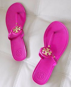 65455b581497 New Tory Burch Mini Miller Flat Thong Sandals Fuchsia Pink w Gold Logo Size  7