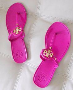f222f0c457bc36 New Tory Burch Mini Miller Flat Thong Sandals Fuchsia Pink w Gold Logo Size  7