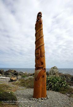 Pou Tangaroa carving at Pukerua Bay image, by carver Hermann Salzmann Wood Sculpture, Sculptures, Maori Patterns, New Zealand Art, A Little Life, Nz Art, Maori Art, Chur, Native Art