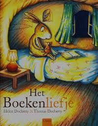 Het Boekenliefje  1 van de 10 die in de Prentenboek TopTien 2015 staan www.bibliotheeklangedijk.nl In elk huis, bij alle dieren, wordt er 's avonds voorgelezen. Maar dan beginnen alle boeken te verdwijnen. Een dapper konijntje wil het mysterie van de verdwenen boeken oplossen, en ontdekt dat er een verdrietig klein boekendiefje rondsluipt. Het boekendiefje wil heel graag een boekenliefje zijn en zoekt iemand die hem wil voorlezen.