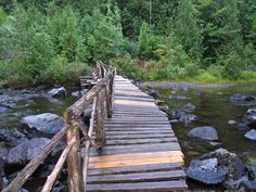 One of the most famous hiking trails in USA is situated in the eastern part of the country between Mount Katahdin and Springer Mountain. The trail is long about 3,515 kilometres and having in mind that this is one of the longest paths in the world, there is no surprise in the fact that almost 30 hiking clubs take care of its maintenance.