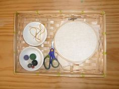 Sewing Tray (Photo from How We Montessori) Montessori Trays, Montessori Preschool, Preschool Activities, Hand Sewing Projects, Sewing Crafts, Preschool Arts And Crafts, Crafts For Kids, September Activities, Montessori Practical Life