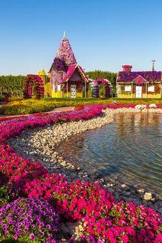 Beautiful Flowers Garden, Beautiful Gardens, Beautiful Places To Travel, Beautiful World, Dubai Garden, Secret Garden Book, Miracle Garden, Palm Beach Gardens, Natural Garden