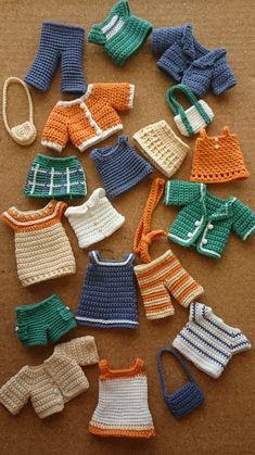 miniature toys C C Crochet Doll Dress, Crochet Barbie Clothes, Crochet Doll Pattern, Knitted Dolls, Crochet Patterns Amigurumi, Knitting Patterns, Cute Crochet, Crochet Crafts, Crochet Projects