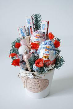 Christmas Candy Gifts, Diy Christmas Gifts For Friends, Diy Holiday Gifts, Homemade Christmas Gifts, Xmas Gifts, Homemade Gifts, Christmas Crafts, Holiday Gift Baskets, Diy Birthday