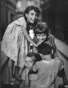 children at barcelona, christer strömholm - crowls Old Photos, Vintage Photos, Antique Photos, Street Photography, Portrait Photography, Billy Kidd, Portraits, Famous Photographers, The Little Prince