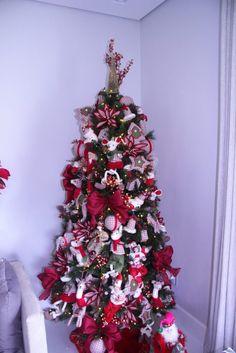 As decorações de Natal duram 1/10 de todo o nosso ano. Em grandes centros comercias, ela chega a durar 2 meses.As decorações estão cada vez mais ousadas ecriativas, mas a clássica árvore com bolinhas coloridas , mesmo que em pequenas túlias (espécie mais popular de pinheiro para o Natal) nas ...
