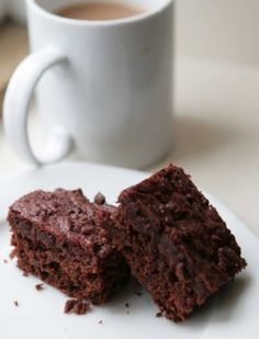 Chocolate and beetroot brownies recipe by Hugh Fearnley-Whittingstall - Grease a shallow baking tin, approximately 20 x and line the base with baking parchment. Get every recipe from River Cottage Every Day by Hugh Fearnley-Whittingstall Chocolate Beetroot Brownies, Healthy Chocolate, Brownie Recipes, Cake Recipes, Healthy Eating Recipes, Cooking Recipes, Hugh Fearnley Whittingstall, Posh Nosh, Cupcakes