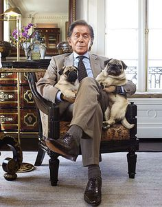 Discover the latest in designer apparel and accessories by legendary Italian fashion designer Valentino Garavani. Shop now at the official Valentino Online Boutique. Pug Mops, Celebrity Dogs, Pug Pictures, Pug Photos, Famous Dogs, Cute Pugs, Funny Pugs, Pug Life, Valentino Garavani