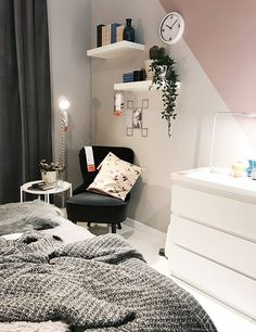 College apartment furniture does not need to put a huge dent in your wallet. Check out these tips so you can get cheap furniture you'll love! Bedroom Decor On A Budget, Living Room Decor, My New Room, My Room, Student Room, Aesthetic Room Decor, Ikea Bedroom, Contemporary Home Decor, House Rooms