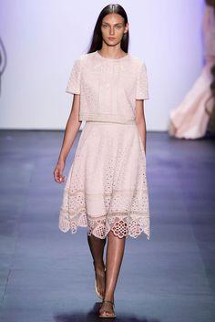 Tadashi Shoji at New York Fashion Week Spring 2016 - Runway Photos Ny Fashion Week, Fashion Show, Spring Summer 2016, Spring Summer Fashion, Tadashi Shoji, Couture Fashion, Ready To Wear, Runway, Short Sleeve Dresses