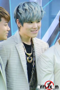 Zelo Omygosh, I love that look on his face...
