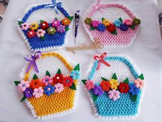 This Pin was discovered by Gam Crochet Potholder Patterns, Crochet Chart, Baby Knitting Patterns, Crochet Flower Tutorial, Crochet Flowers, Diy And Crafts, Arts And Crafts, Crochet Decoration, Weighted Blanket
