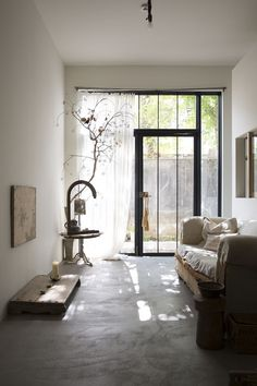 Cafe Interior, Room Interior, Interior Styling, Living Room Furniture Layout, Living Room Designs, Living Spaces, Earthy Home, Japanese Interior, Fashion Room