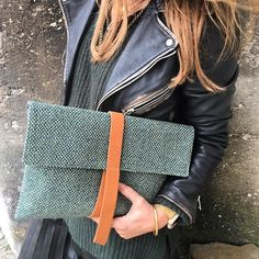Fall-winter 16/17. Vitória Clutch Green Fabric. #bjoy #clutch #ootd #perfectgift  Available here: http://bjoy.pt/index.php/product-category/vitoria-en/