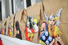 DIY Goody Bags for Superhero Party + Free Printables - Paixão Designs Más Avengers Birthday, Superhero Birthday Party, 3rd Birthday Parties, Superhero Party Favors, Birthday Ideas, Superhero Invitations, Fourth Birthday, Birthday Games, Wonder Woman Birthday