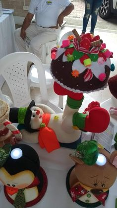 Best 12 Jacqueline Bonilla's Mary Christmas, Christmas Goodies, Christmas 2019, Xmas, Felt Christmas Decorations, Christmas Crafts, Holiday Decor, How To Make Lanterns, Beaded Animals