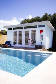 Most Popular Pool House Ideas for Relaxing Most Popular Pool House Ideas for Relaxing Retreat Seriously the Coolest Pool House in Brentwood ~ Stace King Backyard Cabin Photos - Melwood Cabanas Bar Piscina, Piscina Diy, Pool House Shed, Pool House Plans, Pool House Decor, Backyard Cabin, Backyard Pool Landscaping, Landscaping Ideas, Backyard Gazebo